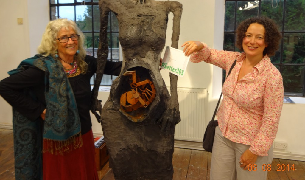 Sculptor Greta Berlin delivers #Letter365 No155 to Polly Gifford